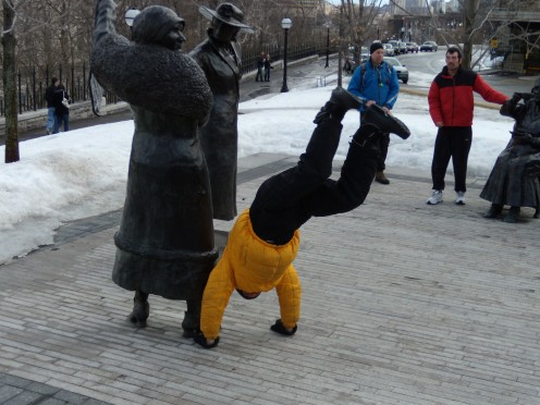 christopher-handstand-nellie