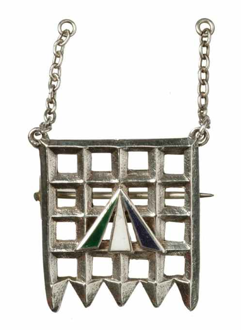 Holloway-brooch-designed-by-Sylvia-Pankhurst-1909
